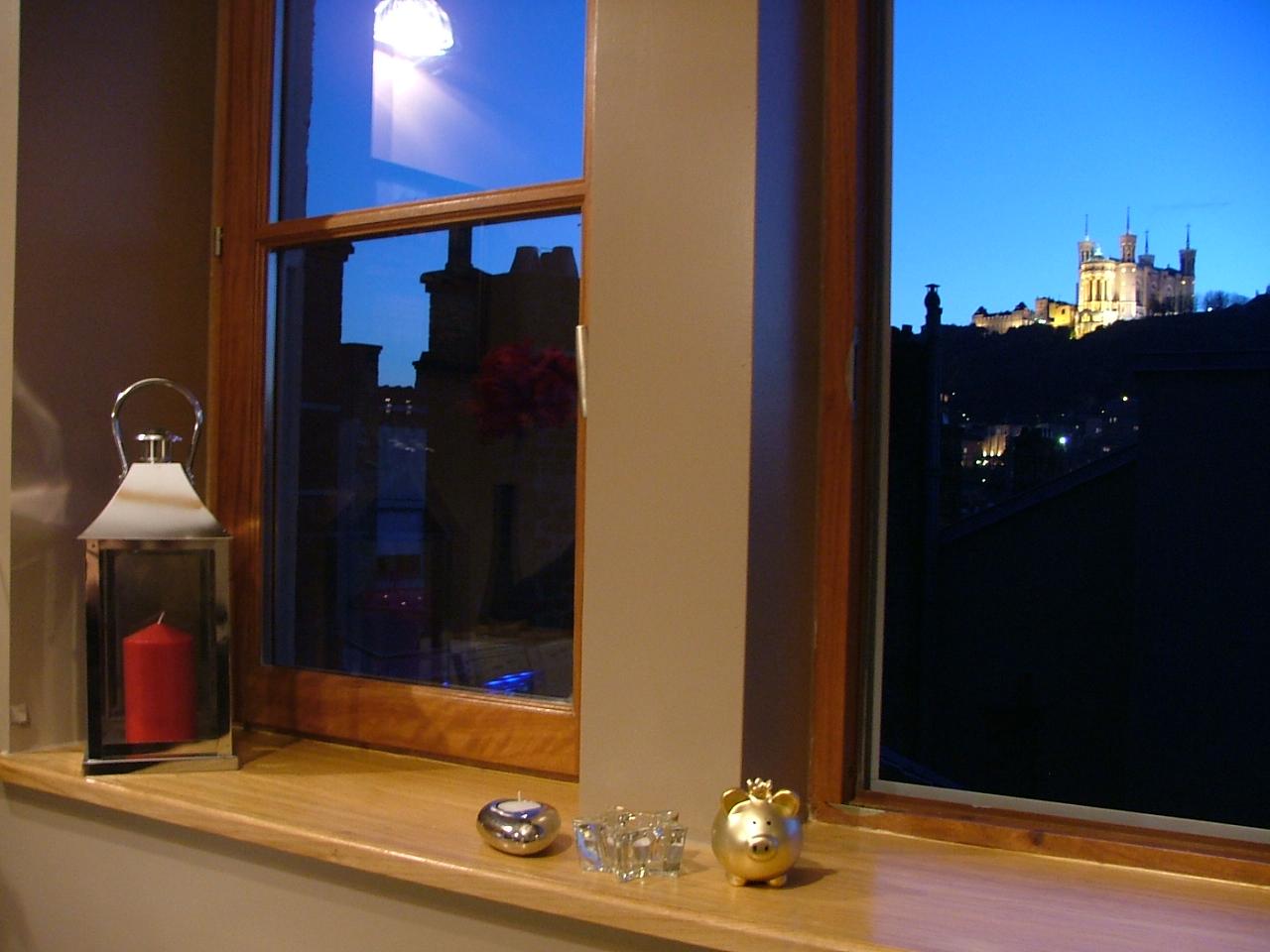 une chambre d 39 h tes lyon entre rh ne et sa ne au c ur de la presqu 39 le les toits de lyon. Black Bedroom Furniture Sets. Home Design Ideas