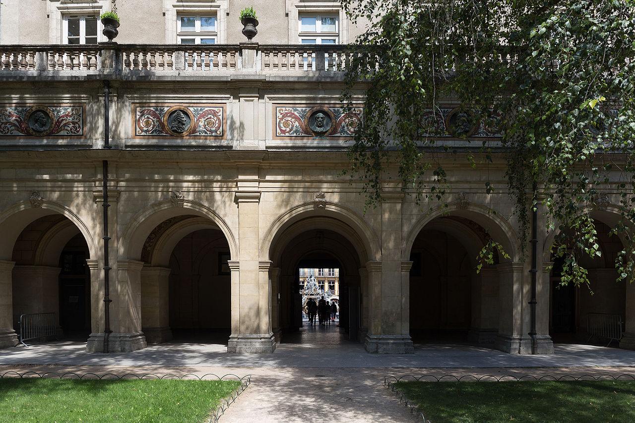 Chambre fete des lumieres lyon archives les toits de for Chambre d hote saint palais